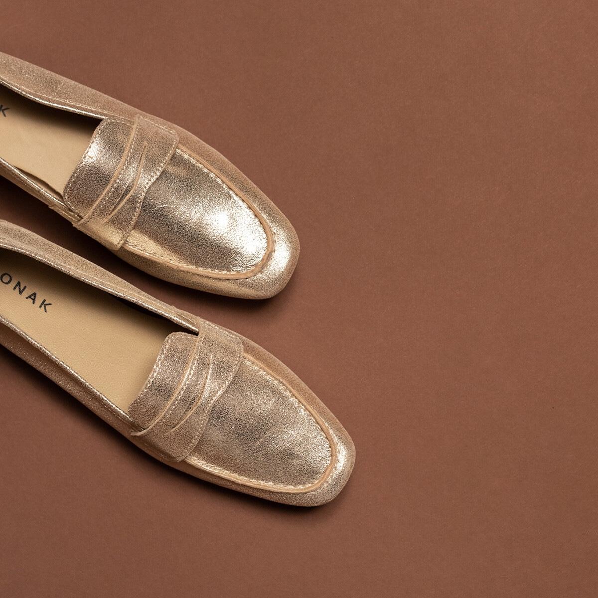 Slippers en cuir velours et laminé femme beige Jonak : un